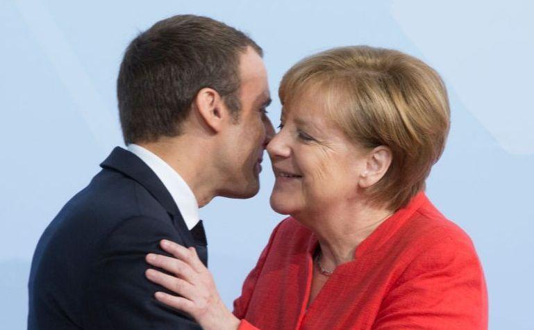 Preşedintele francez Emmanuel Macron (st) şi cancelarul german Angela Merkel