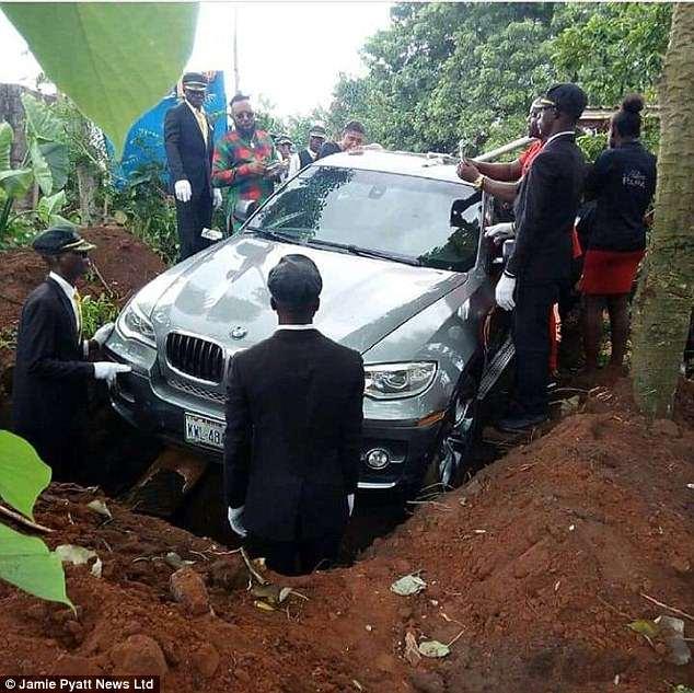 Înmormântare pe cinste în Nigeria