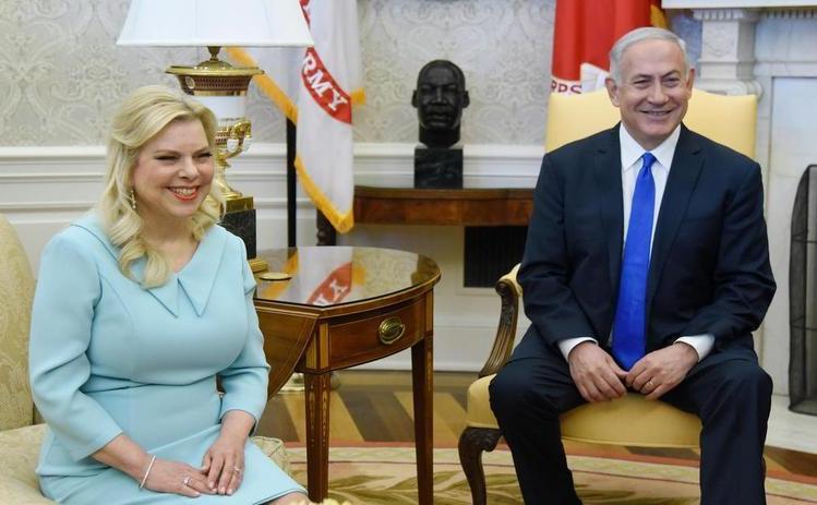 Premierul israelian Benjamin Netanyahu şi soţia sa, Sara, se află în Biroul Oval al Casei Albe, Washington,  D.C., 5 martie 2018.