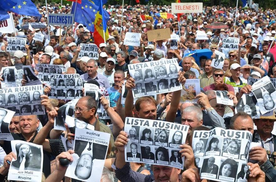 Protest la Chişinău după invalidarea alegerilor de către instanţele de judecată