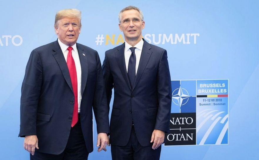 Preşedintele american Donald Trump (st) şi secretarul general al NATO, Jens Stoltenberg sosesc la sediul NATO din Bruxelles, pentru a participa la summitul alianţei din 11-12 iulie 2018.
