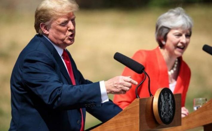 Preşedintele  american Donald Trump şi premierul britanic Theresa May în timpul unei  conferinţe de presă în Chequers, Marea Britanie, 13 iulie 2018.