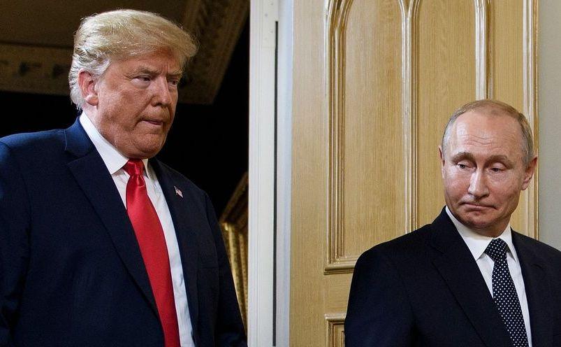 Donald Trump (st) şi Vladimir Putin, în timpul summitului de la Helsinki, 16 iulie 2018.