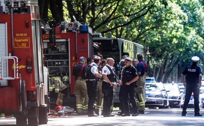 Poliţişti şi pompieri la faţa locului atacului din Lubeck, Germania, 20 iulie 2018.