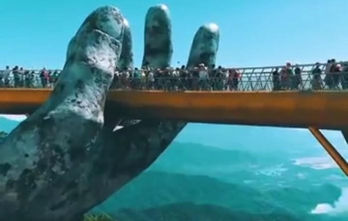 Podul                   Cau Vang, Vietnam