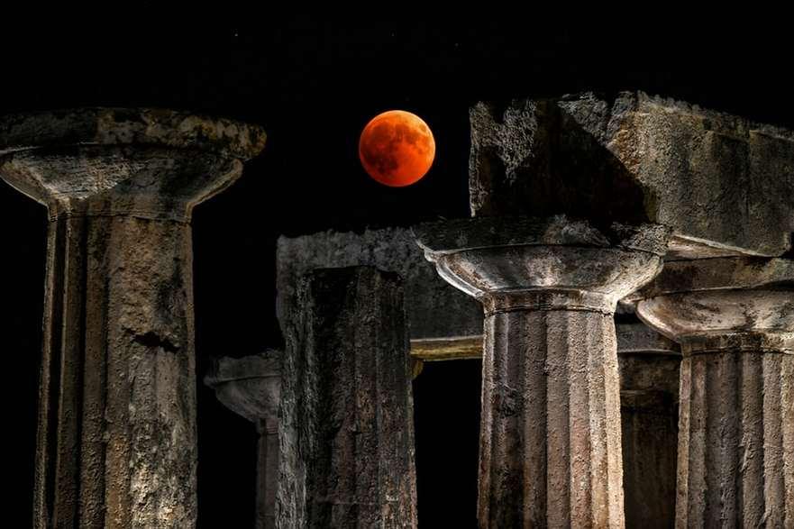 Eclipsa de lună în Grecia