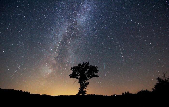 """Orice meteor al cărui traiectorie inversă ajunge în constelaţia Cassiopeia (între Cassiopeia şi Perseu) este o """"perseidă"""""""