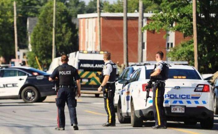 Poliţia inspectează locul unui atac armat în oraşul estic canadian Fredericton