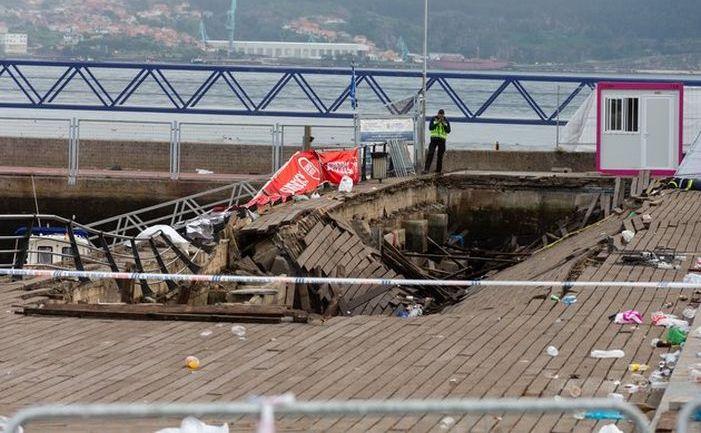 Platforma de lemn prăbuşită în Vigo, Spania, 12 august 2018.