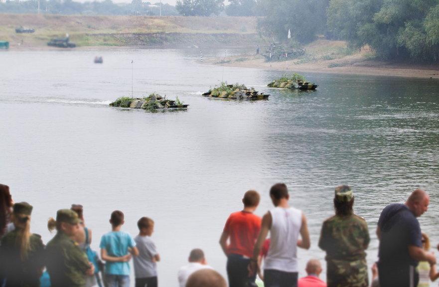 Exerciţii militare ruse în Transnistria cu forţarea râului Nistru (2016)