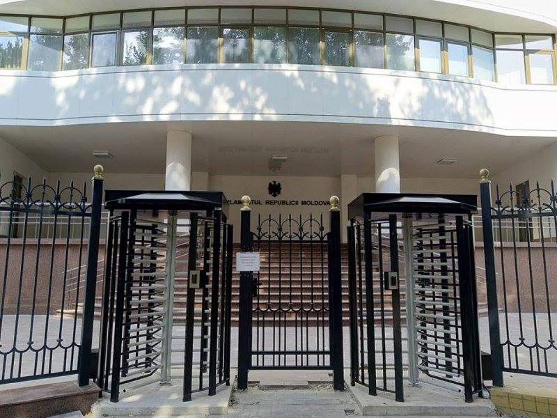 Gardul din jurul Parlamentului RM