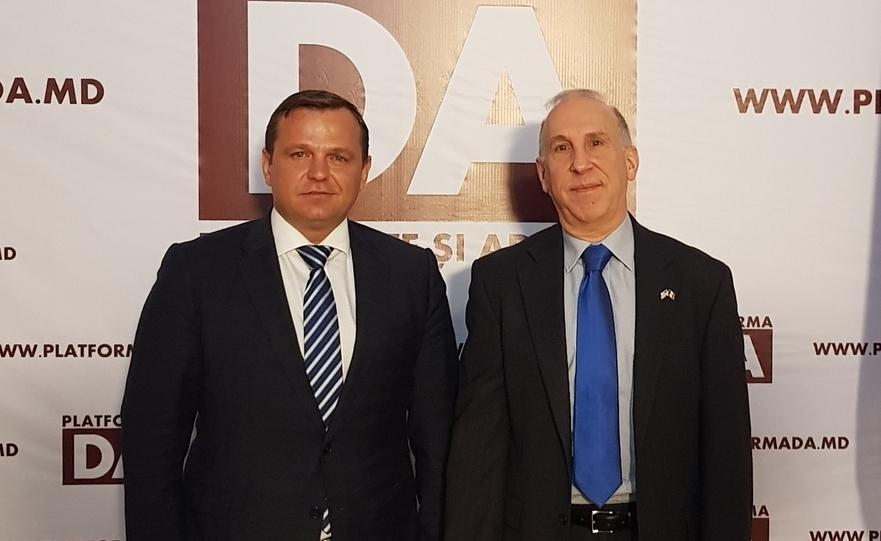 Andrei Năstase şi James Pettit
