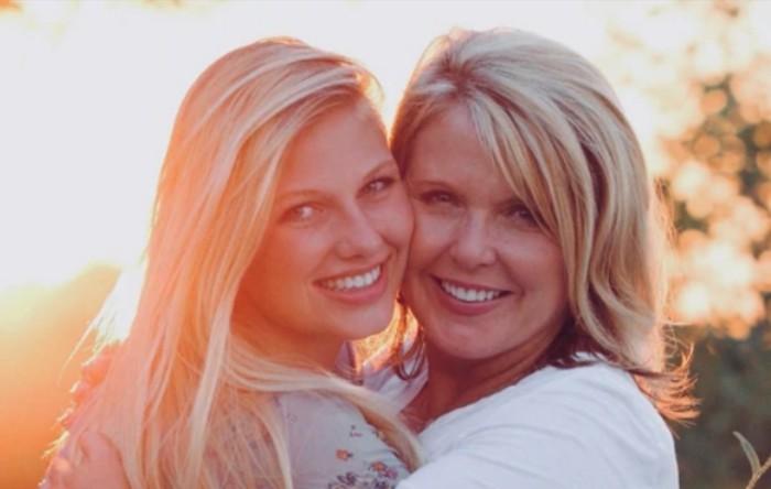 Angela Kennecke împreună cu fiica sa Emily