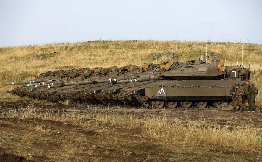 Tancuri israeliene în porţiunea ocupată de Israel a regiunii siriene Înălţimile Golan