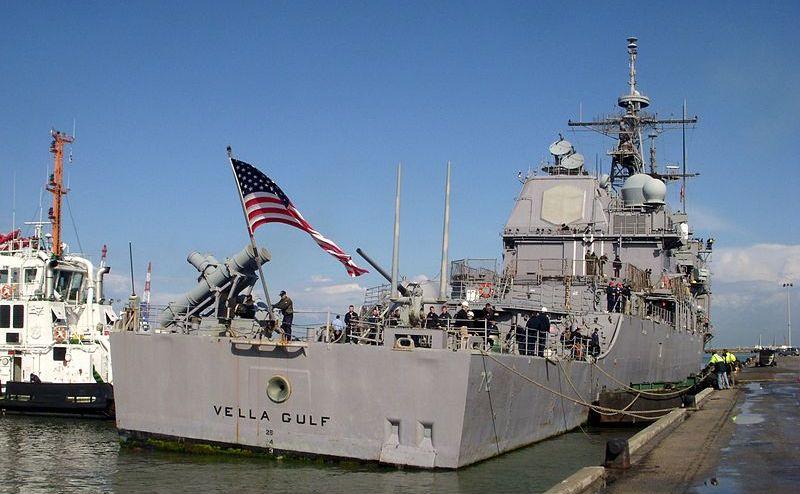 Crucişătorul american USS Vella Gulf în portul israelian Haifa