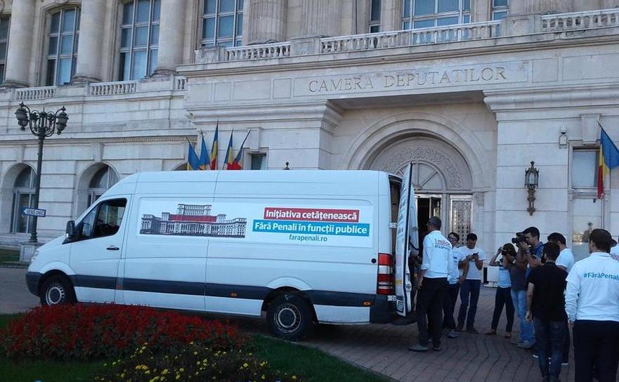 Maşina cu semnături pentru Fără Penalia ajuns la Parlament