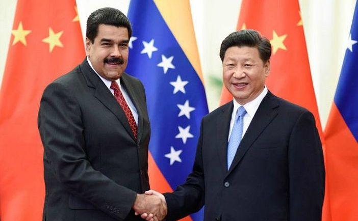 Preşedintele chinez Xi Jinping (dr) şi omologul său venezuelean Nicolas Maduro