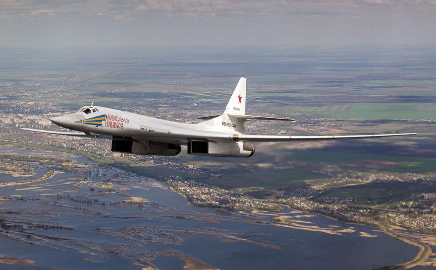 Bombardierul rusesc Tupolev Tu-160, numit Blackjack de către NATO