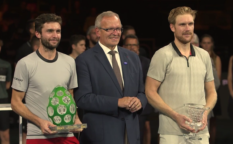 Tenismanul francez Gilles Simon şi cel german Matthias  Bachinger.