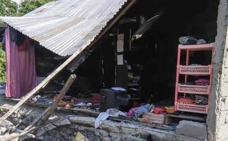 Una dintre clădirile afectate de un cutremur în oraşul Donggala, insula indoneziană Sulawesi