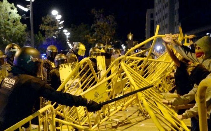 Ciocniri violente între manifestanţi pro-secesiune şi forţe de ordine în Barcelona, Catalonia, 1 octombrie 2018