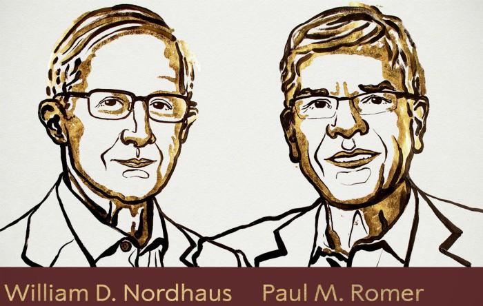 William D. Nordhaus (stânga) şi Paul M. Romer (dreapta)