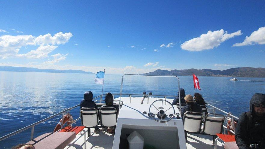 Lacul Titicaca.