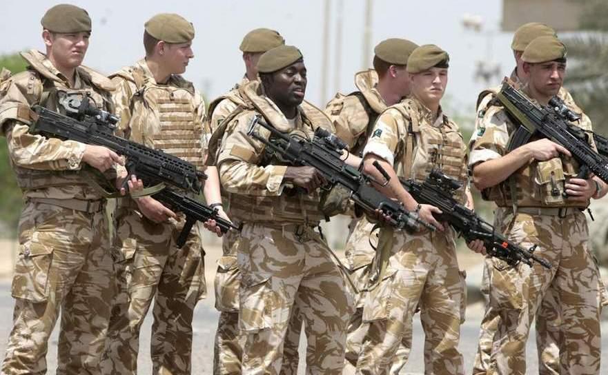 Soldaţi britanici