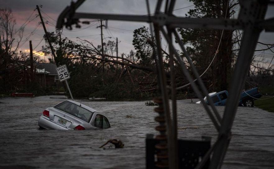 O strada inundată de uraganul Michael în Panama City, statul american Florida, 10 octombrie 2018