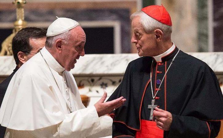 Papa Francisc (st) şi cardinalul Donald Wuerl