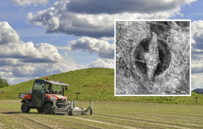 Barcă-mormânt a unui viking îngropată într-un tumul situat pe terenul unei ferme din judeţul Østfold, Norvegia
