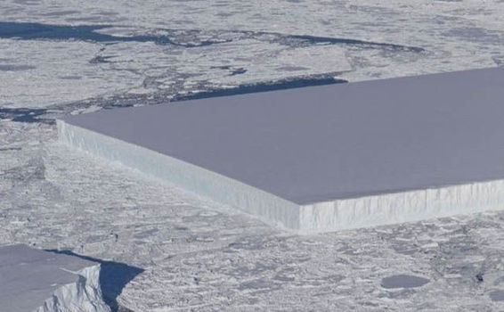 Iceberg bizar descoperit de NASA