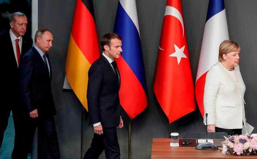 (De la st la dreapta) Preşedintele turc Recep Tayyip Erdogan, liderul rus Vladimir Putin, preşedintele francez Emmanuel Macron şi cancelarul german Angela Merkel participă la o conferinţă de presă în Istanbul, Turcia, 27 octombrie 2018