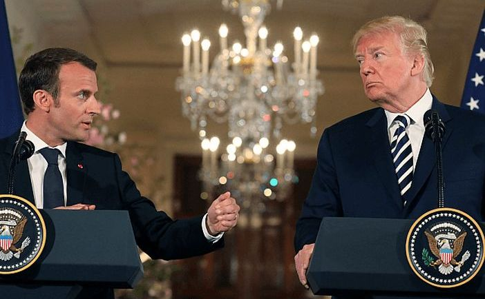 Preşedintele american Donald Trump (dr) şi omologul său francez Emmanuel Macron
