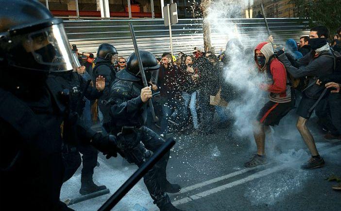 Ciocniri între separatişti şi forţele de ordine în Barcelonia, 10 noiembrie 2018