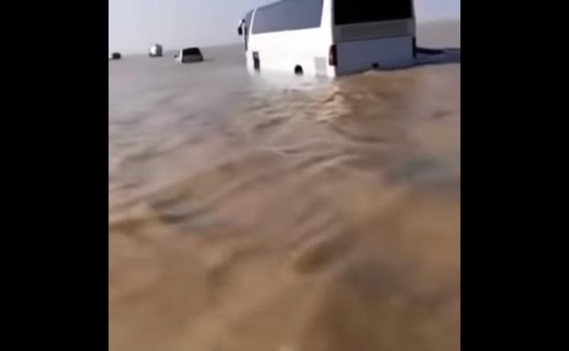 Portiuni de desert inundat in Arabia Saudită.