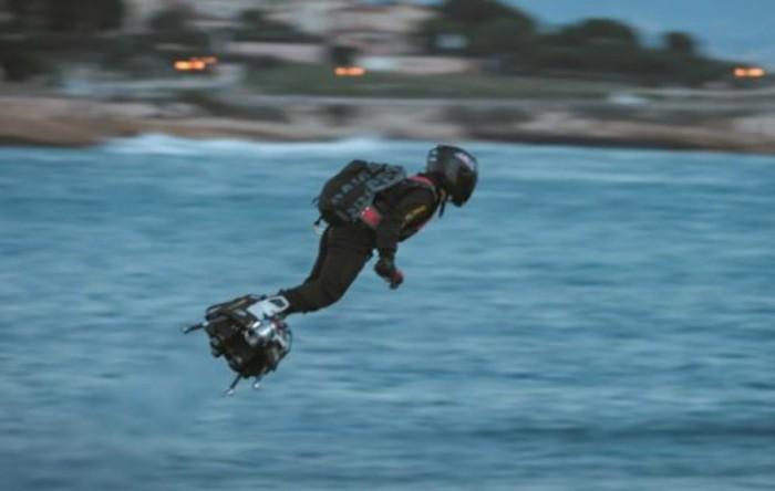 """Franky Zapata zboară pe """"Flyboard"""""""