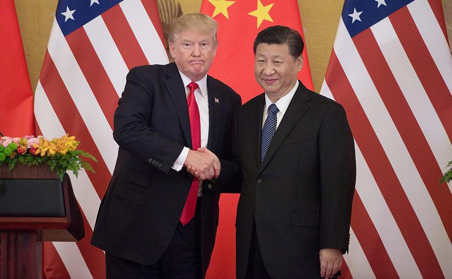 Preşedintele american Donald Trump (st) şi omologul său chinez Xi Jinping