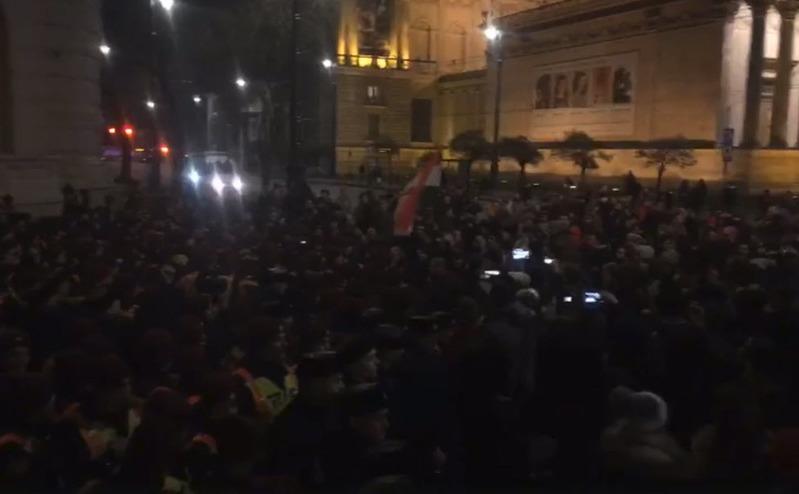 """Proteste la Budapesta, 12 decembrie 2018, împotriva legii """"sclaviei"""""""