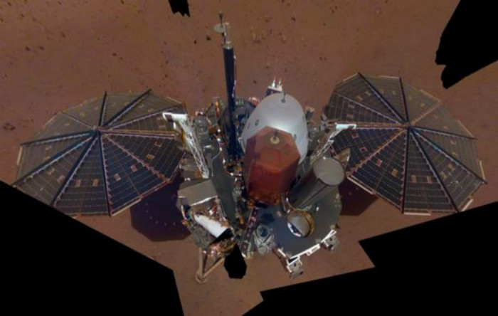 Selfie realizat de nava spaţialăInSight de la NASA pe Marte