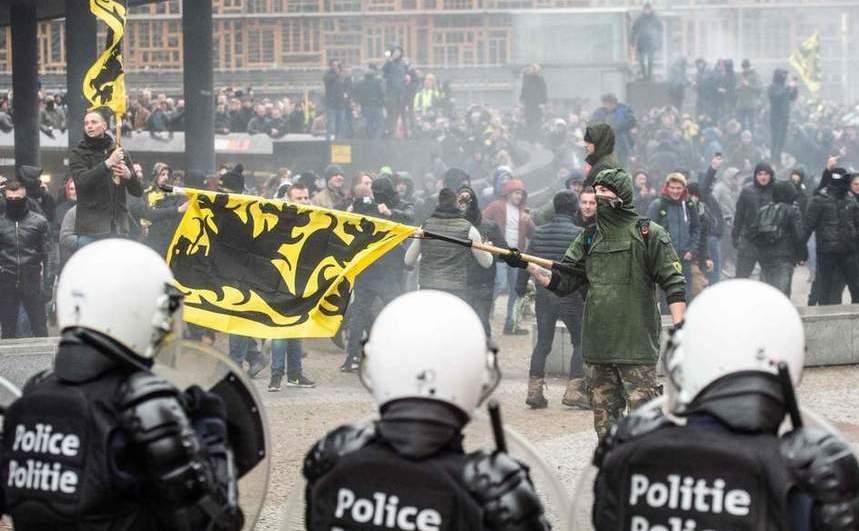 Manifestanţi flutură steagul flamand la un protest în capitala belgiană