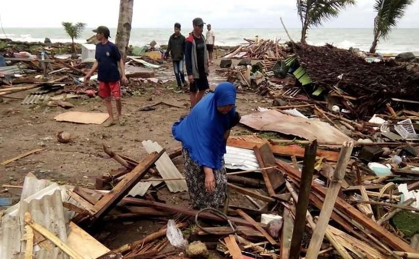 Locuinţe distruse de un tsunami în Sumatra de Sud, Indonezia, 22 decembrie 2018