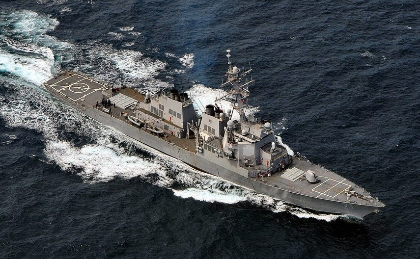 Distrugătorul american cu rachete ghidate USS Ross