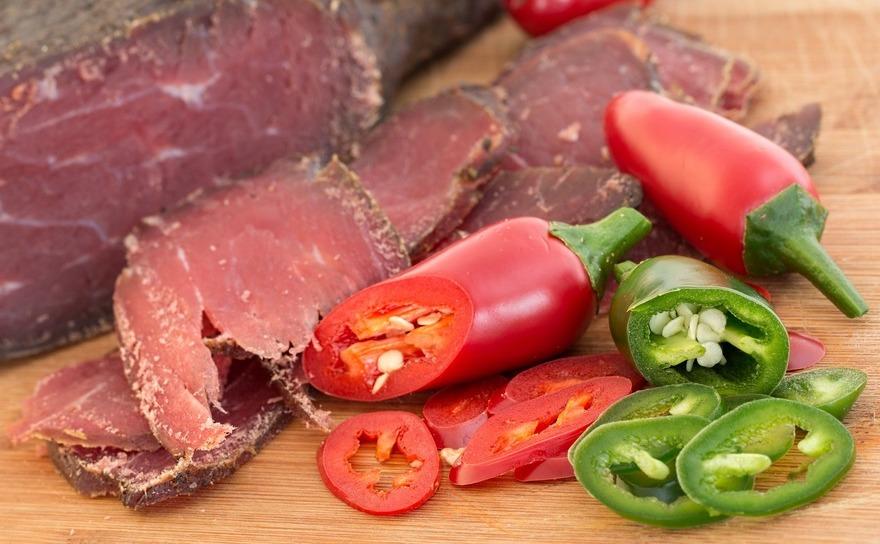 Carne uscata si ardei Jalapeno.