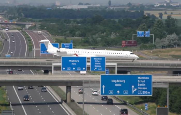 O parte din pista de aterizare a Aeroportului Leipzig, Saxonia
