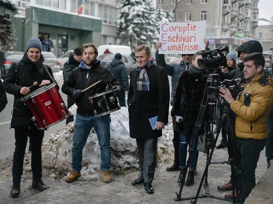 Protest OccupyGuguţă la CEC