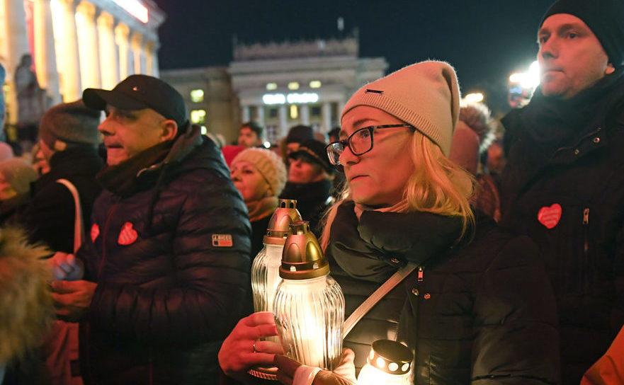 Mii de oameni se adună în capitala Poloniei pentru a-l onora pe răposatul primar al oraşului Gdansk