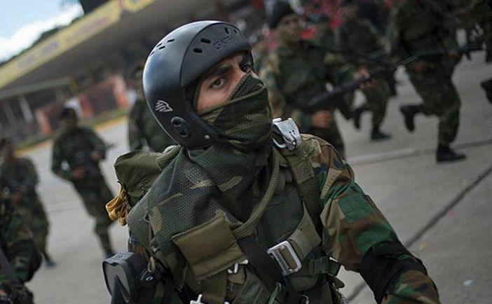 Soldaţi venezueleni