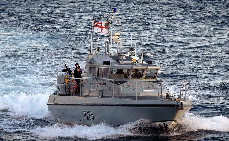 Ambarcaţiunea de patrulă HMS Sabre din cadrul Marinei Regale britanice