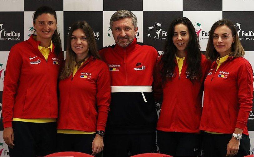 Echipa de Fed Cup a României: Simona Halep, Mihaela Buzărnescu, Irina Camelia Begu, Ana Bogdan, Monica Niculescu, respectiv căpitanul nejucător Florin Segărceanu.